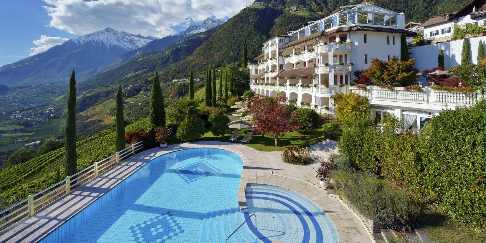 Hotel dorf tirol 4 sterne superior hotel bei meran for Design hotel dorf tirol